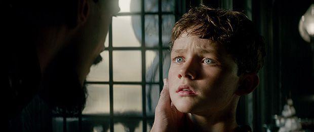 Levi Miller es Peter Pan