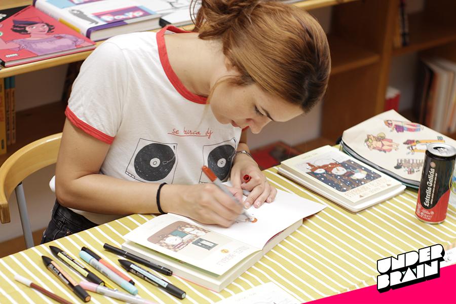 Ana Oncina firmando en Marcapáginas NG