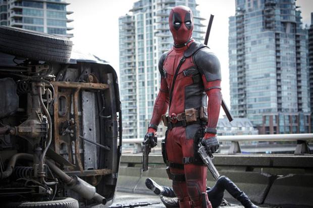 Ryan Reynolds encarnando a Deadpool