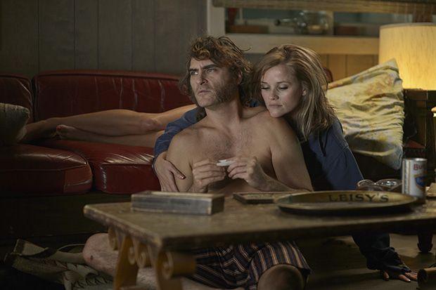 Puro vicio (Paul Thomas Anderson, 2014) - Fotograma con Joaquin Phoenix junto a Reese Whiterspoon