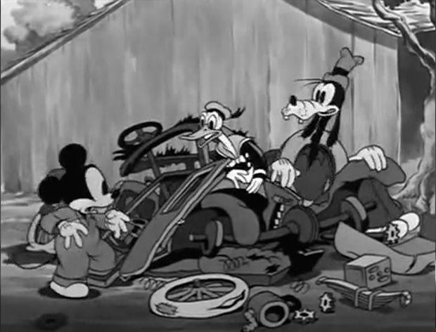 El trío en acción - Mickey's Service Station