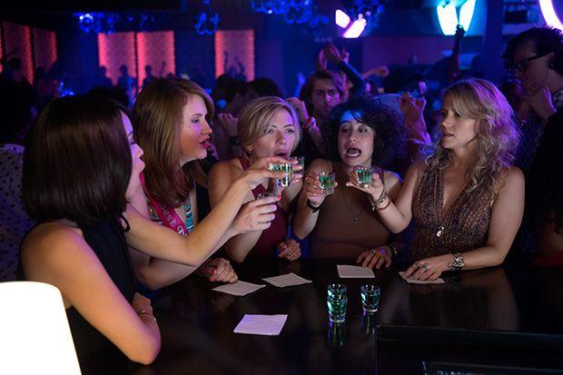 Blair (Zo' Kravitz), Alice (Jillian Bell), Jess (Scarlett Johansson), Frankie (Illana Grazer) y Pippa (Kate McKinnon)