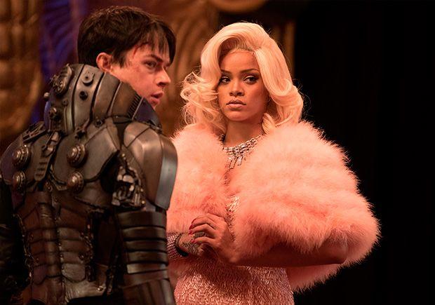 Valerian (Dane DeHaan) y Bubble (Rihanna)